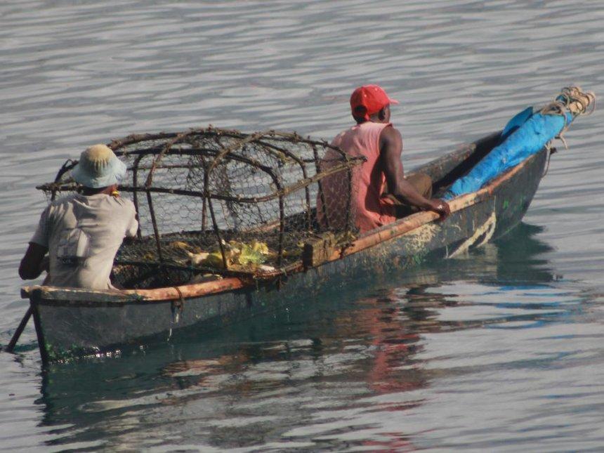 Lamu sea users, fishermen warned against high tides at Indian Ocean