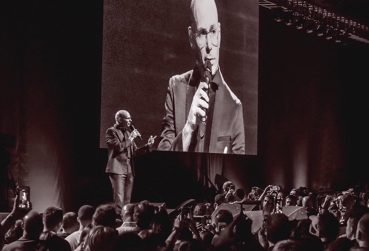 Gracias Singapore! Thank you @TonyRobbins. We had the time of our lives. #TonyRobbinsUPW https://t.co/mJA2JDyZD1