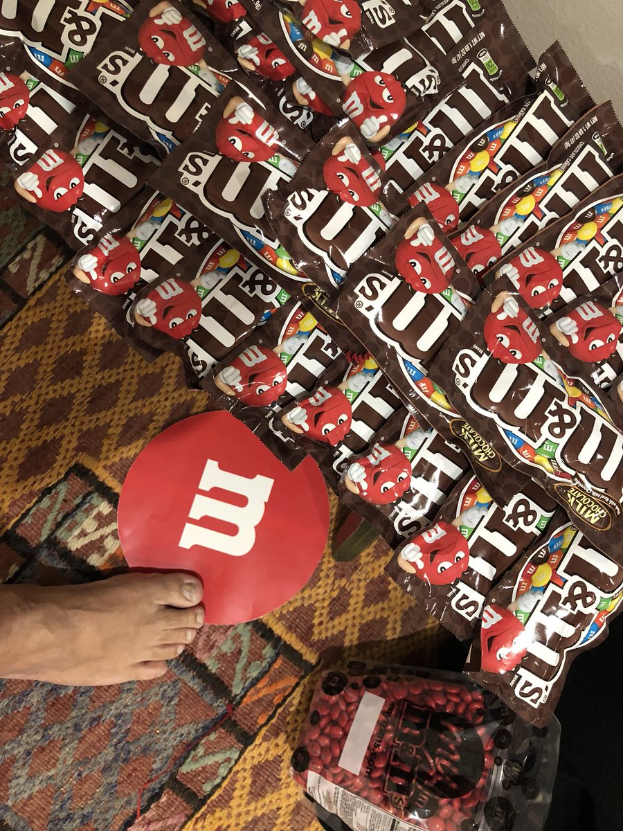 Trollfoot ready for the big game! @mmschocolate #SBLII  #MMSuperBowlLII #ad https://t.co/pk9Wqz9PE6
