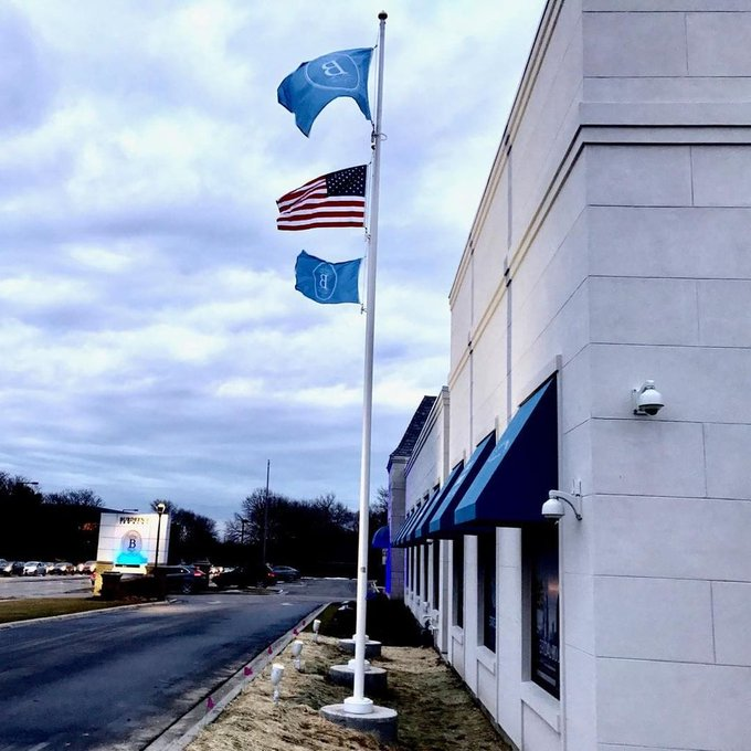 Light up your flags and building. #Burdeens #BuffaloGrove #Custom #Flags #Flagpoles https://t.co/591WOln1A4 https://t.co/DHXzBpjFfL