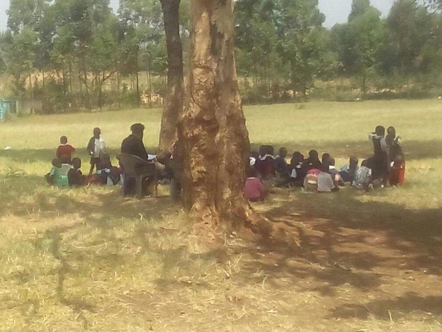 Kamagambo children learn under tree