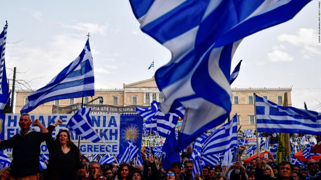 Tens of thousands protest in Athens over Macedonia compromise