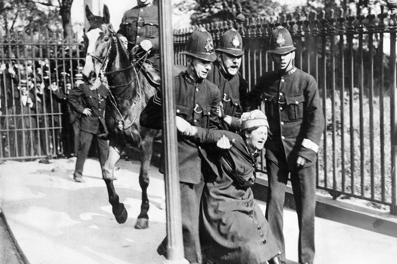 Theresa May faces demands to pardon 1,000 suffragettes treated as criminals https://t.co/YdoDhjRpkh https://t.co/dHid8QTjCz