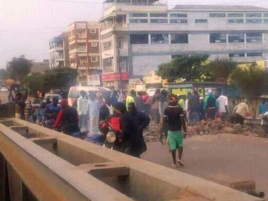 Migori youths barricade roads demanding Miguna's release
