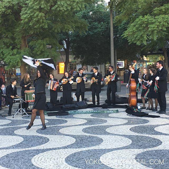 test ツイッターメディア - 大学生による路上コンサート。 #リスボン #ポルトガル https://t.co/gIBUUJlyo8