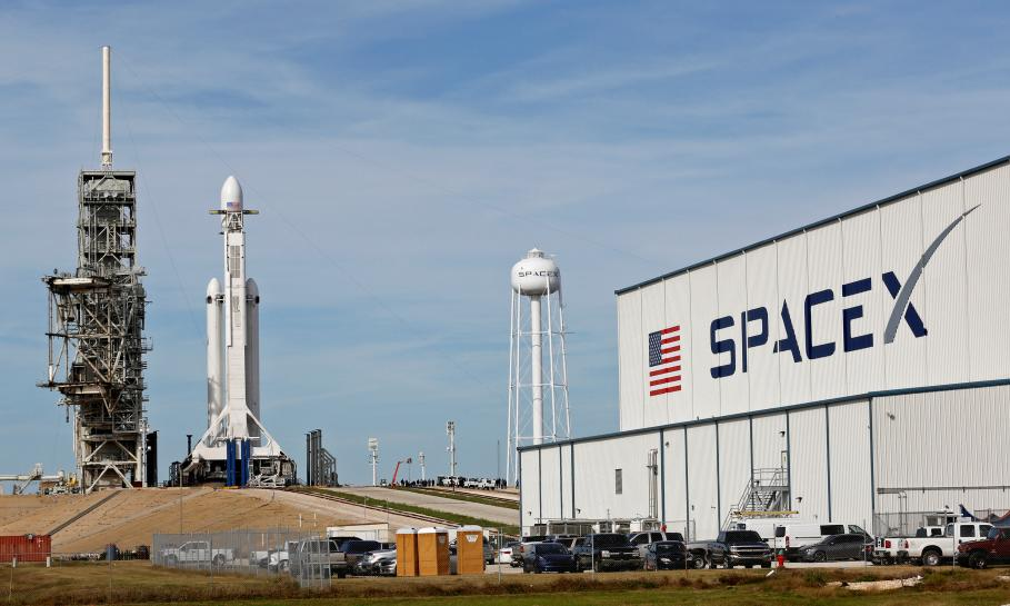 New SpaceX jumbo rocket set for debut test launch in company milestone