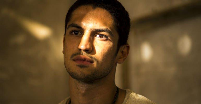 Gabriel Leone. Foto do site da Contigo que mostra Gabriel Leone fala de seu personagem em 'Onde Nascem os Fortes'