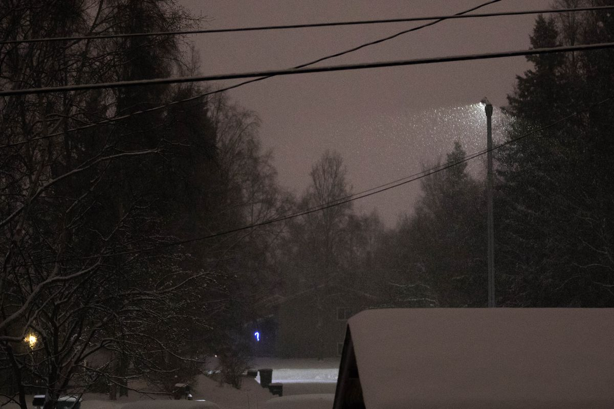 Snowfall forecast to taper off in Anchorage this afternoon