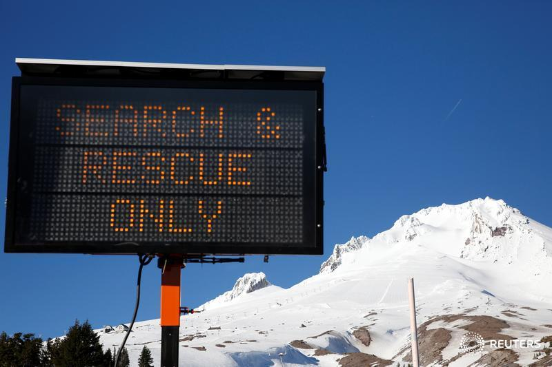 Climber dies in fall from Oregon peak, others stranded for hours reports @TerraySv