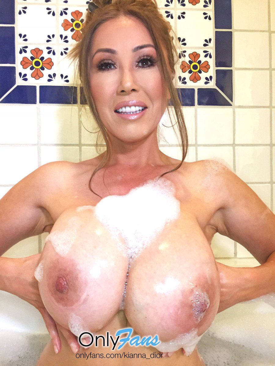 Bubbles n #Boobs nighty night lFb6zMw6m3 🛁 #TittyTuesday OMGRma3QV2