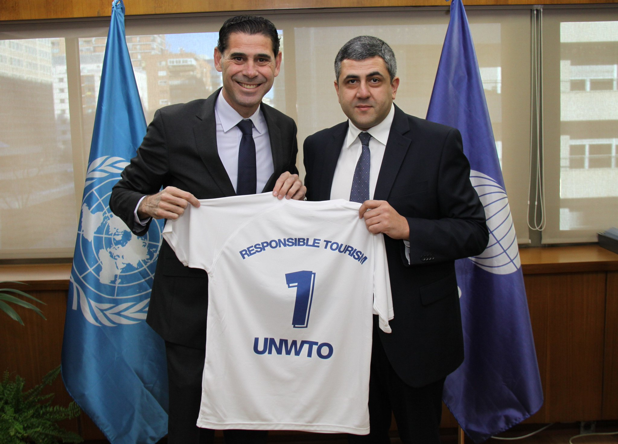 Fernando Hierro, nuevo Embajador de Turismo Responsable de la @UNWTO  https://t.co/alhkpuy5MA https://t.co/YIzMavv6zo