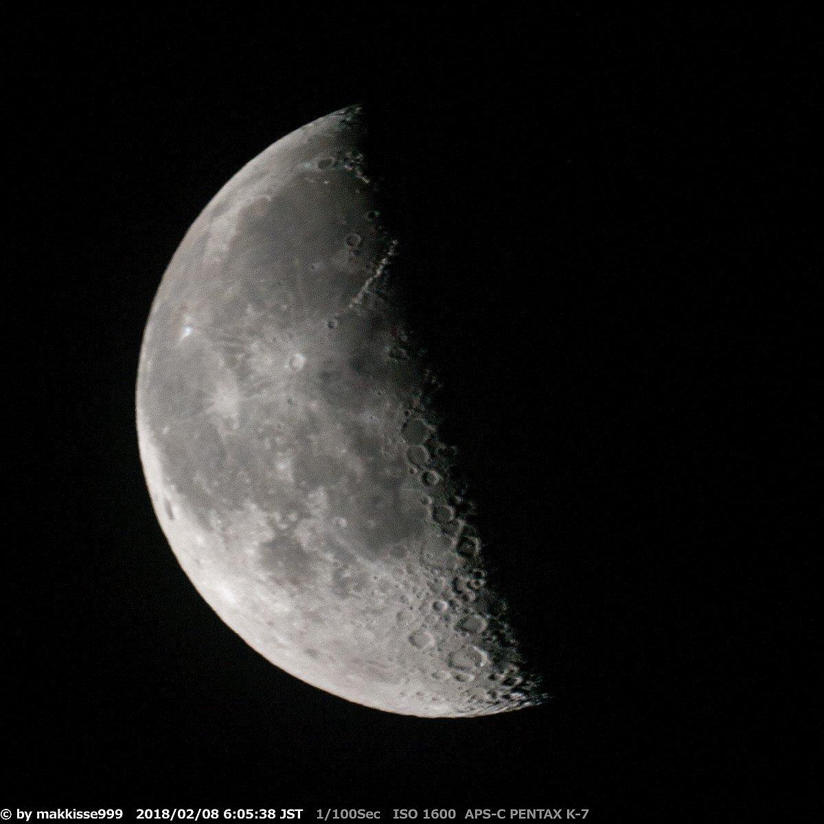 2月8日のお月様。6:05~6:17頃, 月齢21.78, 輝面比47.9%, 高度45°, 方位173°。薄雲越しの下弦の月です。すっきり晴れませんが、風は弱いです。夜明け近く、木星が月の下に見えました。#イマツキ #月 #木星 #Moon https://t.co/248op1RuUi