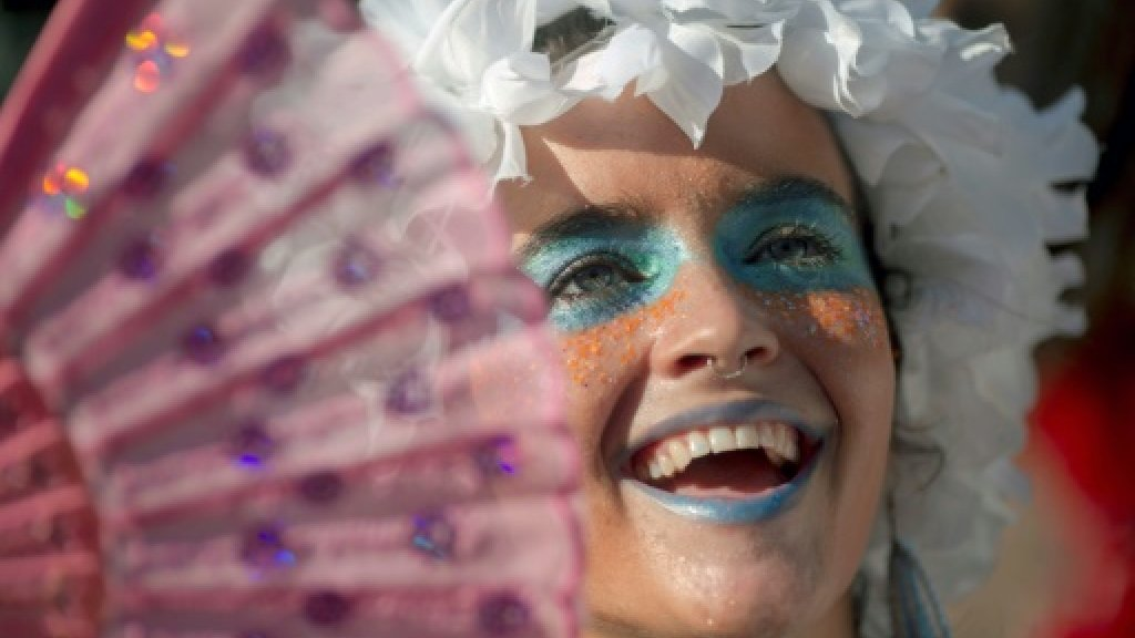 Rio's carnival gets underway with dancing -- and politics
