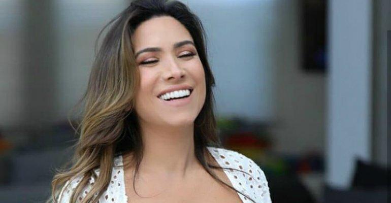 Ensaio. Foto do site da Caras Brasil que mostra Patricia Abravanel mostra ensaio newborn da filha, Jane: Toda espertinha veja que fofa: