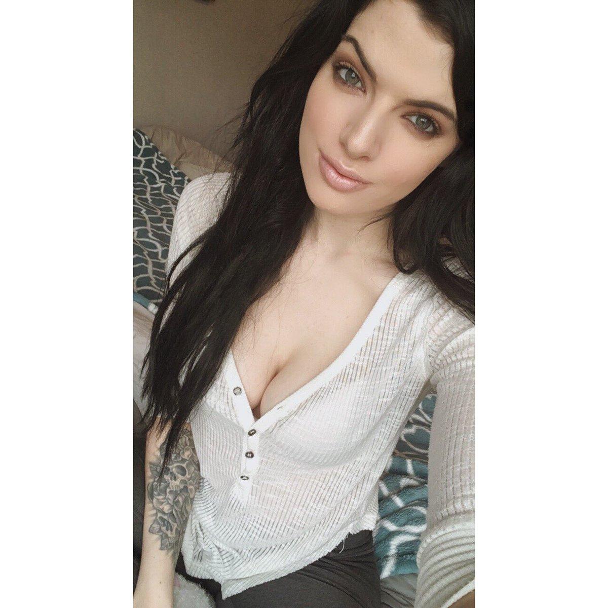 RT if you love brunettes 😍😍😍 9xeVZ8TNfZ
