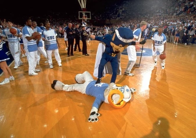 Duke and UNC face off tonight. Here's a gallery of the rivalry through the years. https://t.co/5pi08OwZJ6 https://t.co/Fmd6hX3ZfK