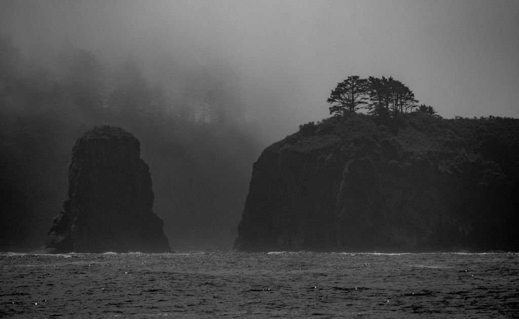 Black and white shot of some islands off of Rialto Beach: https://t.co/KOmfU0W2XD https://t.co/53aO9UduJE