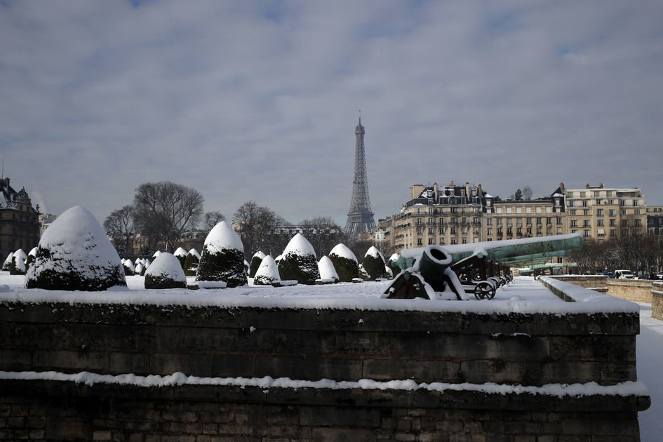 Eiffel Tower closed as snow, freezing rain pummel France