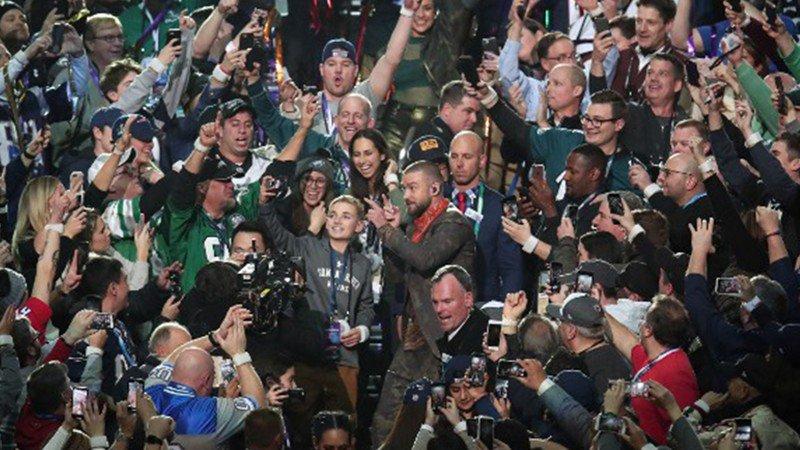 Justin Timberlake surprises Super Bowl selfie kid with tour tickets