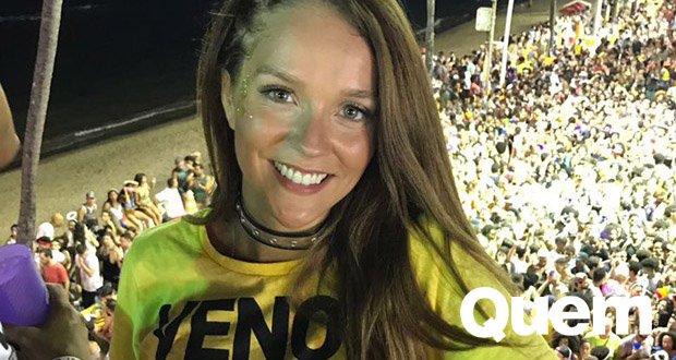 Gabi Lopes. Foto do site da Quem Acontece que mostra Comportada mas nem tanto 😏  Com decotão, Gabi Lopes curte folia no #Carnaval de Salvador