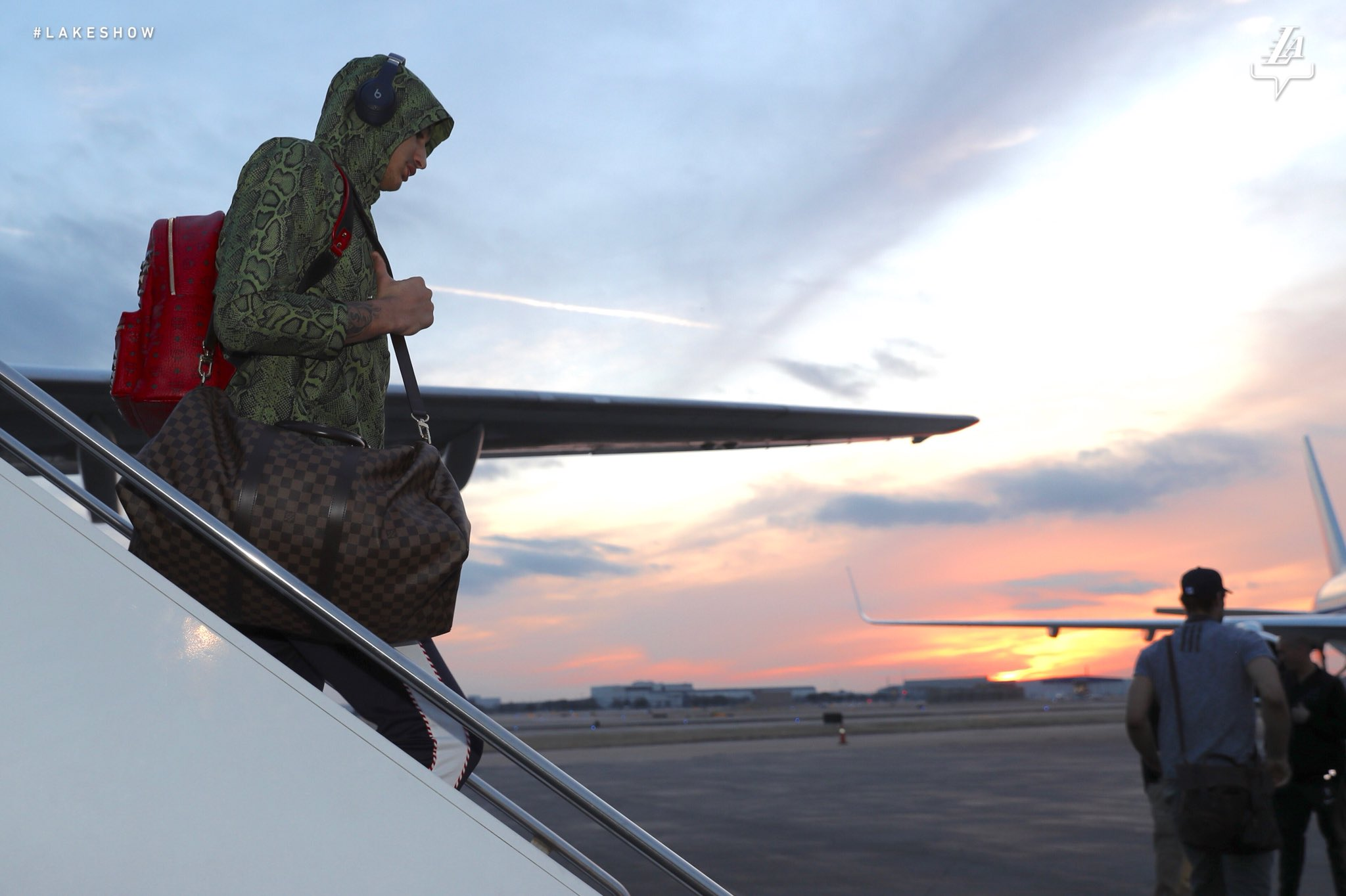 �� Sunset arrival in Dallas #LakeShow https://t.co/XkixfmQZx9