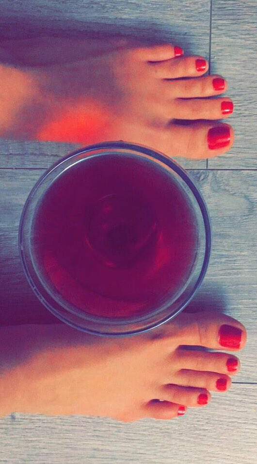Red wine, red toes 🌹 gdtrkv9NhN