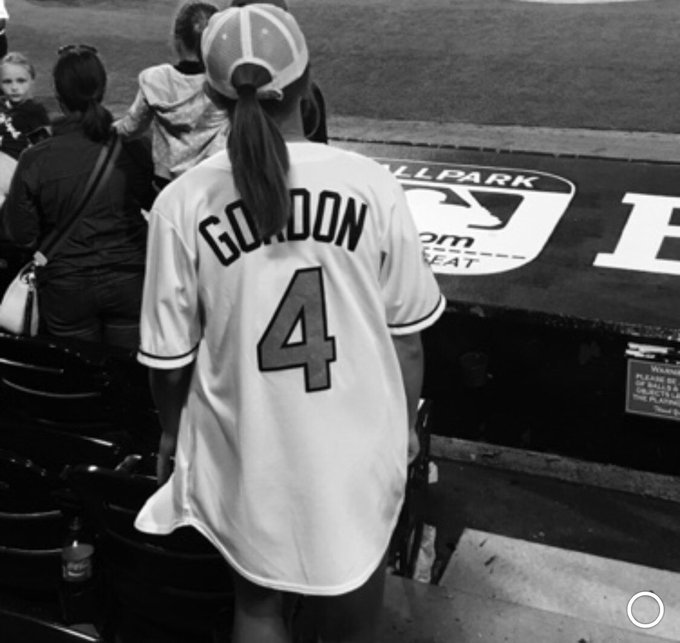 HAPPY BIRTHDAY ALEX GORDON AKA MY FAVORITE PLAYER AND PERSON IN THE WHOLE !!!!!!!!