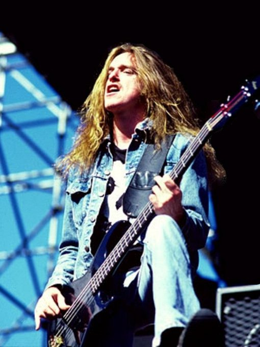 Happy birthday to one of my favorite bass guitarists Cliff Burton