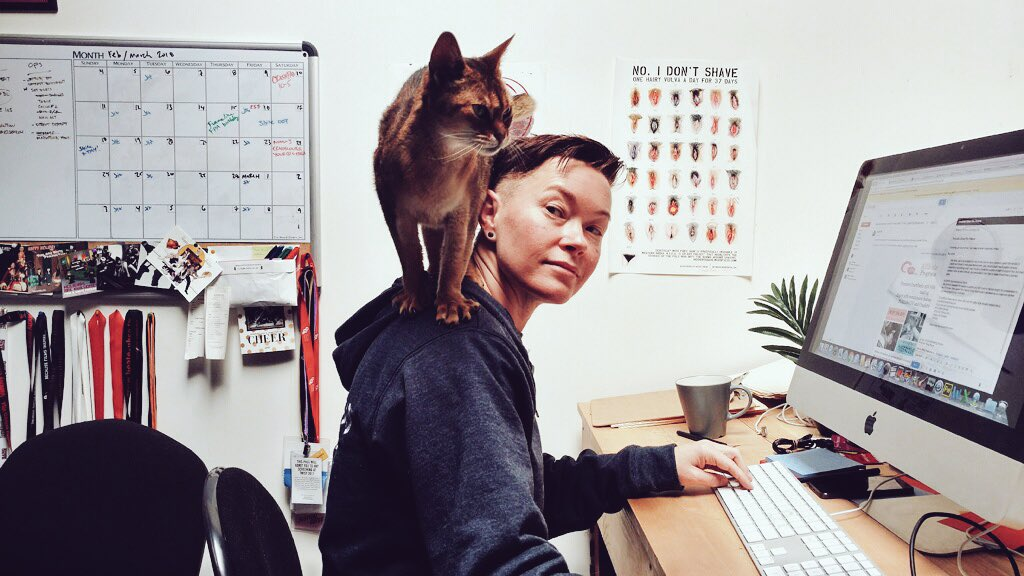 Most days, working in queer porn looks like this. 🐾 #Caturday AXxIKGd10