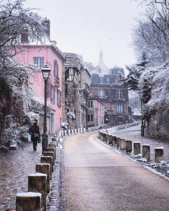 Winter in Paris. Montmartre , Régine Semaan. https://t.co/2nZtBCuqaK