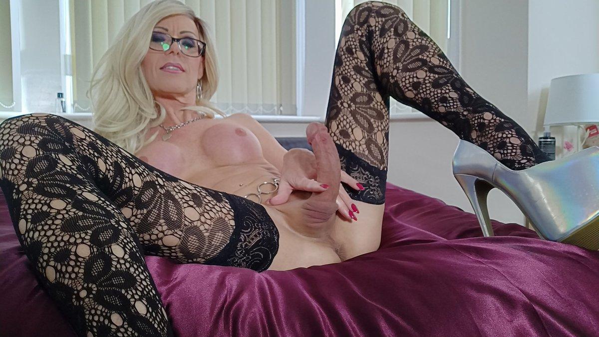 2 pic. On webcam now at v1PalDUDsG #NSFW #transsexual #milf #webcam npJpXq