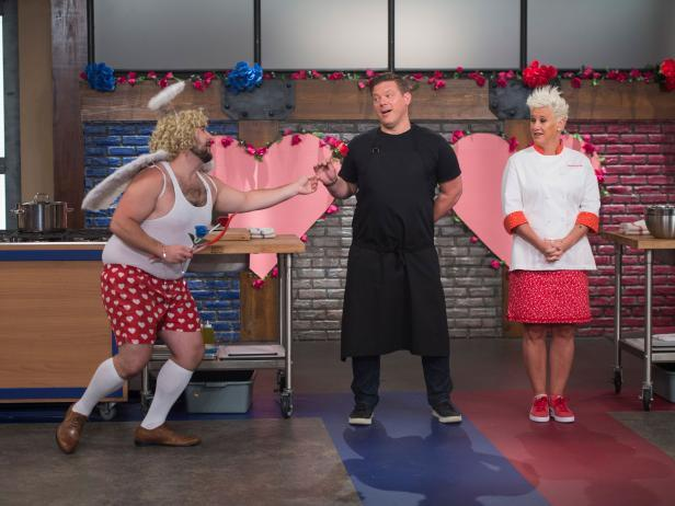A love-ly guest makes a visit to Boot Camp on an all-new #WorstCooks tonight @ 9|8c https://t.co/RMtrfHQ7UF! https://t.co/TCZAOJ4KFQ