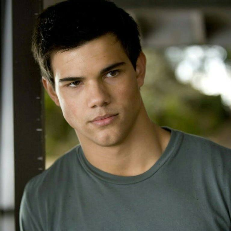 Happy birthday to the handsome and talented Taylor Lautner!