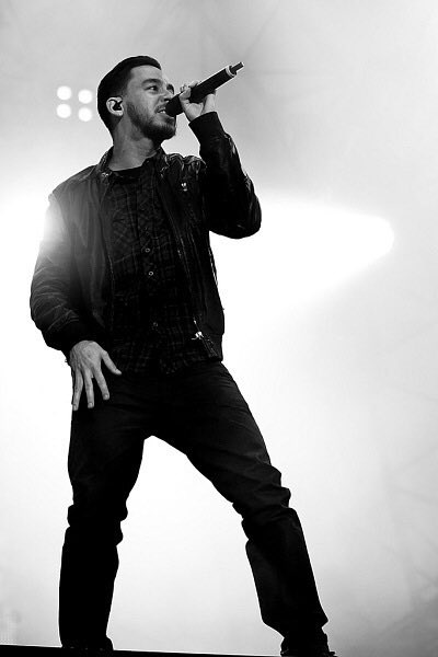 Happy Birthday Mike Shinoda!!!!)