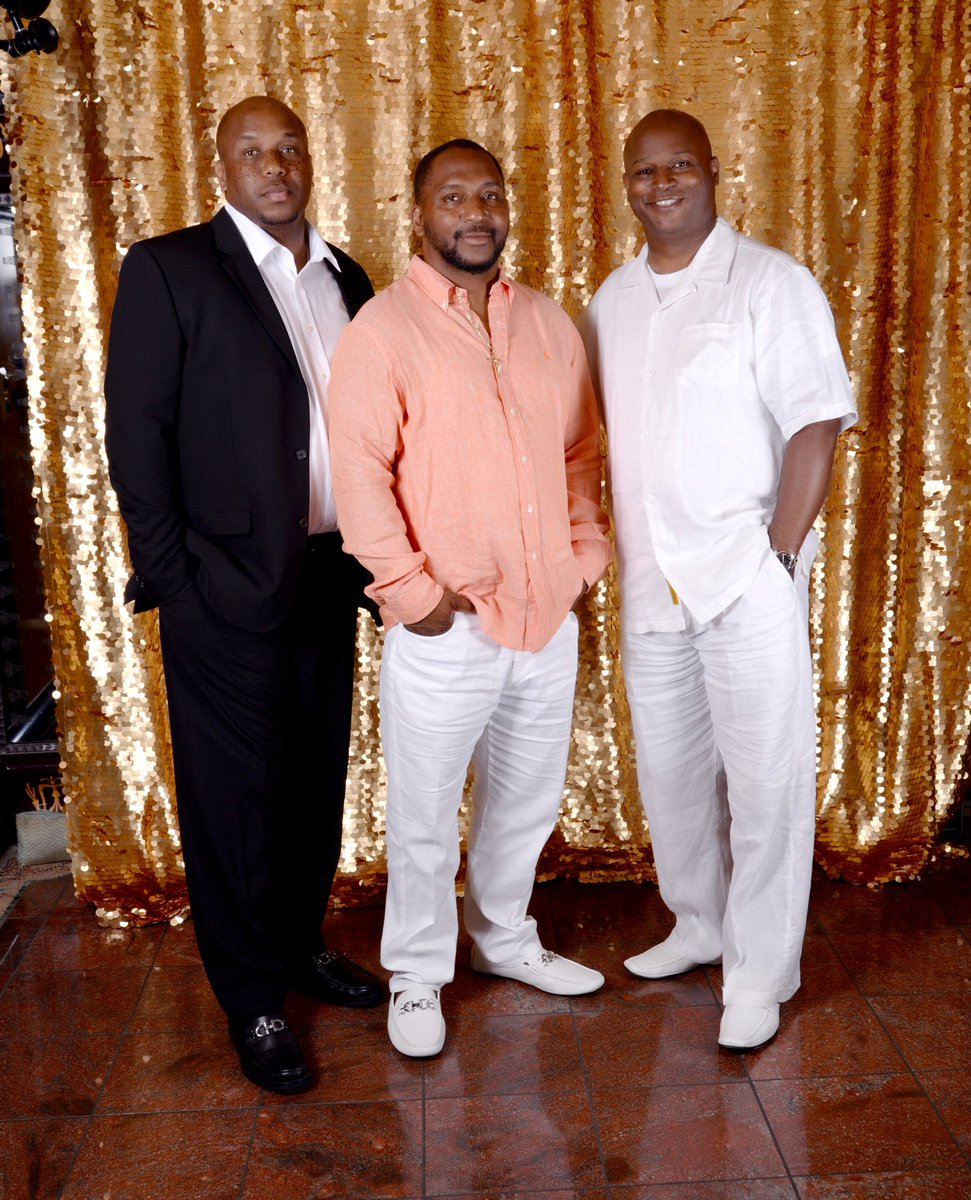 test Twitter Media - Wishing my big brother Stacy Welch a very happy 49th Birthday today!🎊🎉🎁🎂. One more year before the BIG 5-0!  Happy Birthday Bro! https://t.co/w88gQhjB4u