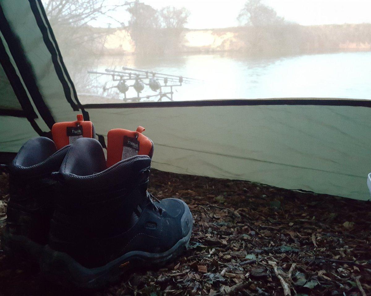 Best boots I've had in years @FoxInt #WinterCarp #WinterFishing #CarpFishing #CarpLife https://t.co/
