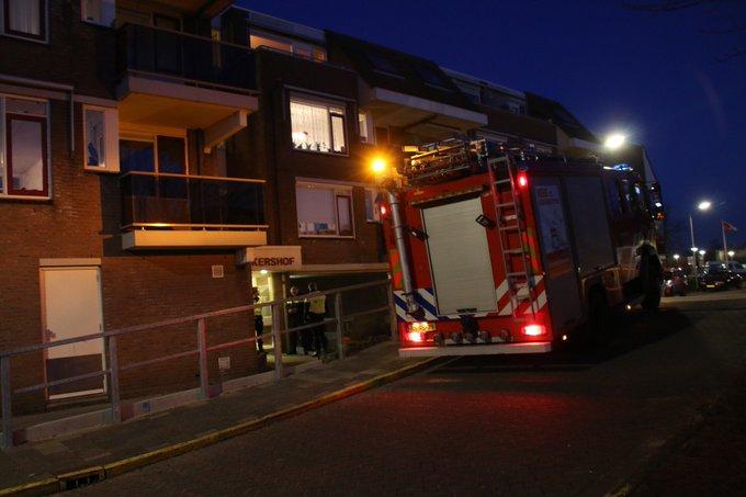 Keukenbrand aan de Bakkersof in Wateringen. Twee ambulances en de brandweer ter plaatse https://t.co/btZPFdrdQy