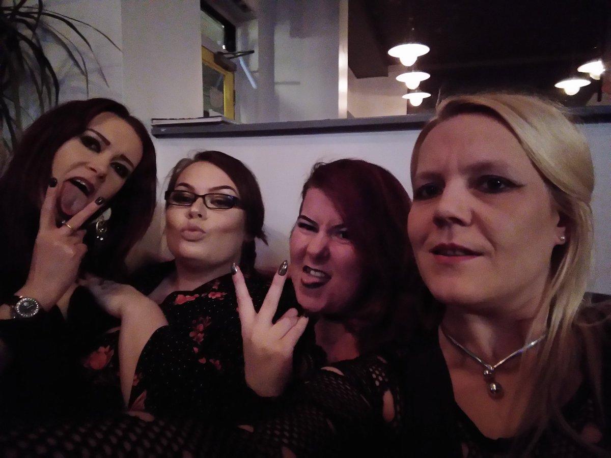 Love you ladies 😘 w6X8LXDTa3