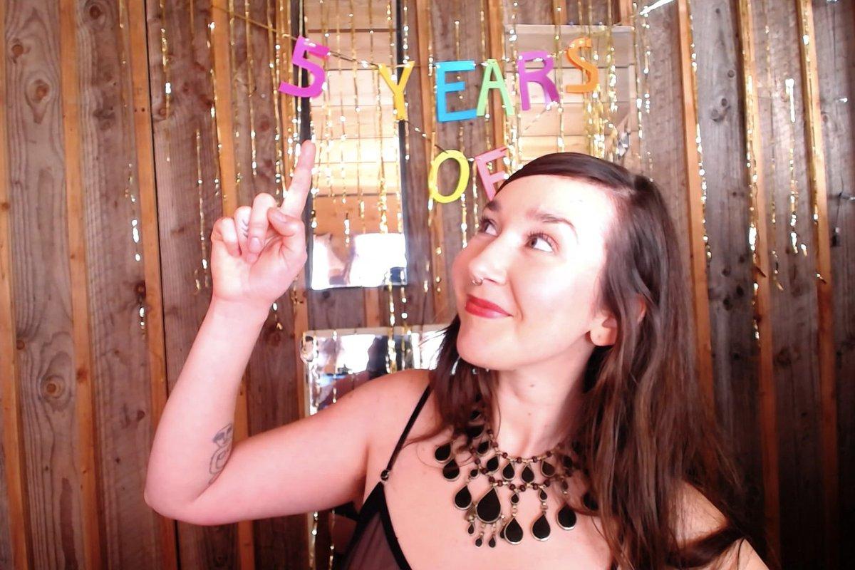 3 pic. Come celebrate 5 years with me! 🎈🍾✨🎉 NoIB9NDA4B 9jvHfGFrH1