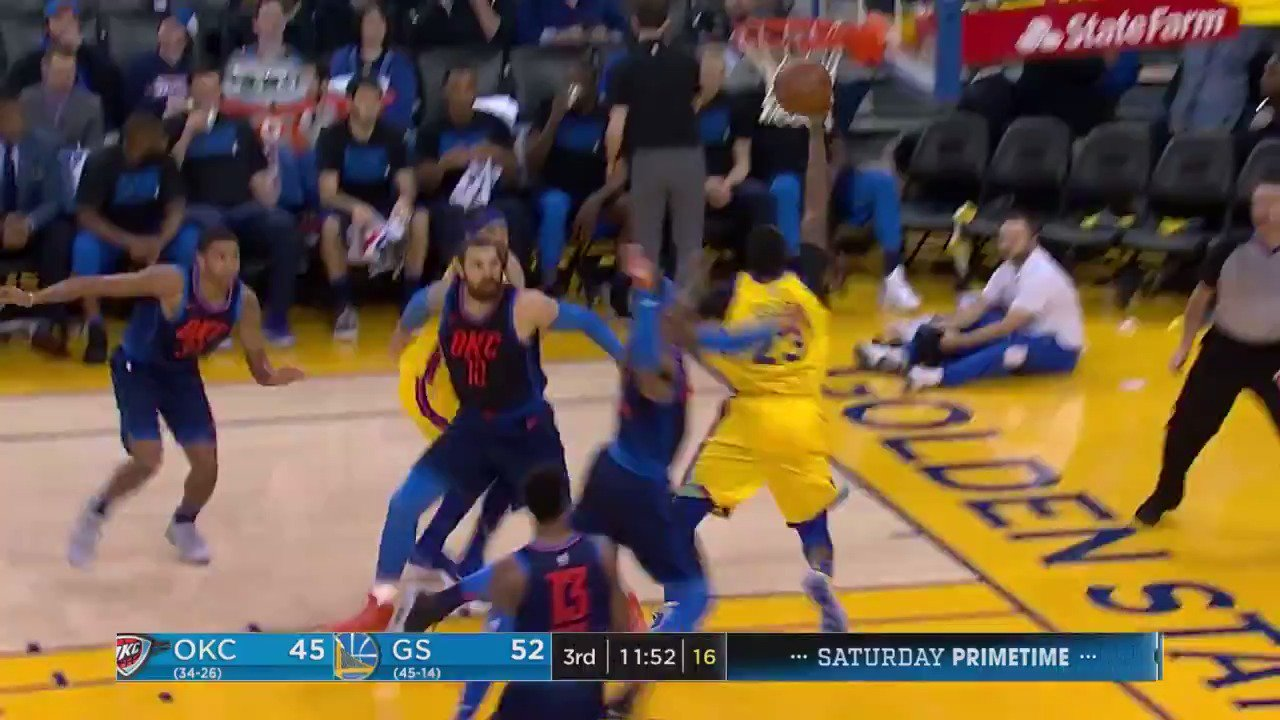 'Draymond Green with the fake, drive, and finish!'  #DubNation   Watch all of the second half action on #NBAonABC https://t.co/tm1RewvNE0