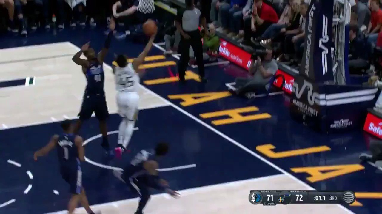 Donovan Mitchell goes coast to coast to beat the buzzer to end Q3!  #TakeNote 74 / #MFFL 71  Watch on #NBALeaguePass https://t.co/WBRh3hxamX