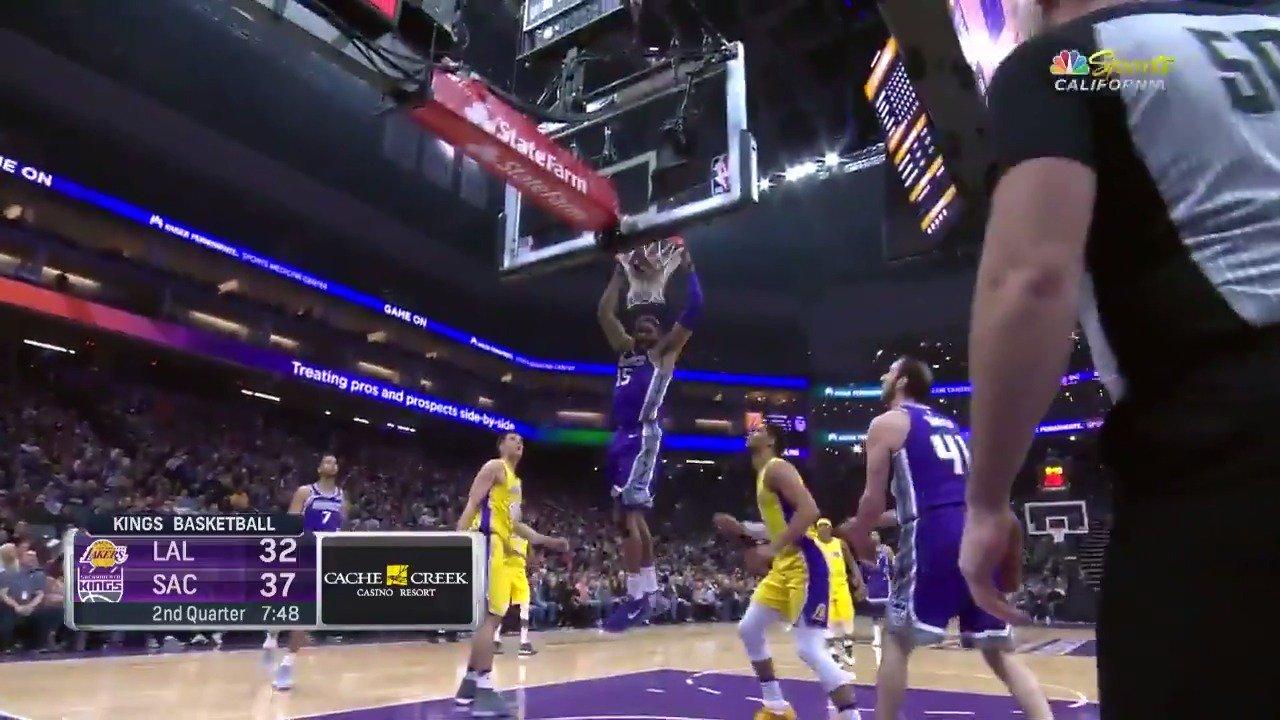 Vince Carter with the slam!  #SacramentoProud   ��: #NBALeaguePass https://t.co/lPEoWIMlsm