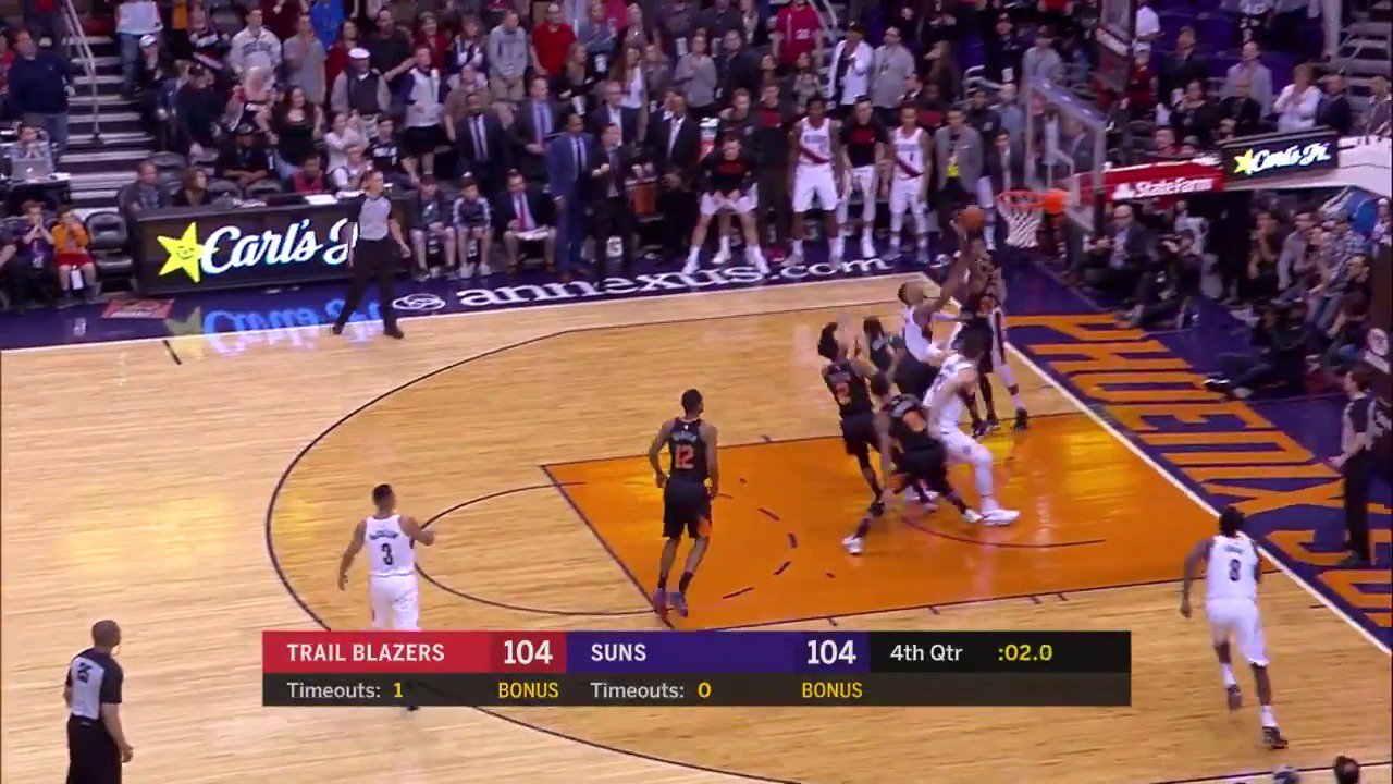 DAME TIME! ⌚️  Damian Lillard with the clutch lay-in to propel the @trailblazers to the win!  #RipCity https://t.co/OBSXGmQjeZ