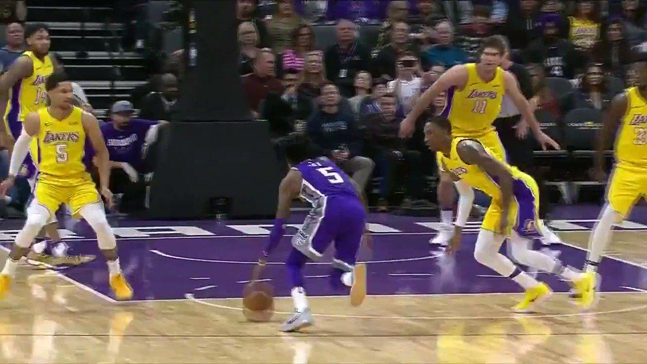 De'Aaron Fox dances to the basket!  #SacramentoProud #NBARooks   ��: #NBALeaguePass https://t.co/qptjrDeVtC