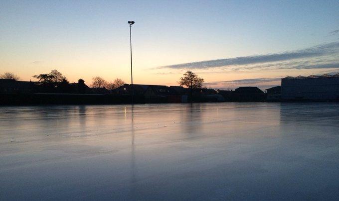 Haal de schaatsen maar uit het vet, bij IJsclub Hard gaat-ie begint om 09:00 uur weer de ijspret https://t.co/lkWFQdYQT5