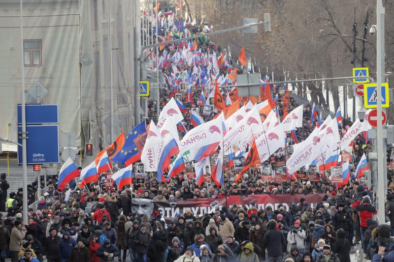 Thousands rally in Moscow to commemorate slain opposition leader before election https://t.co/r2TWsRnq1E https://t.co/NtK97QaX5M