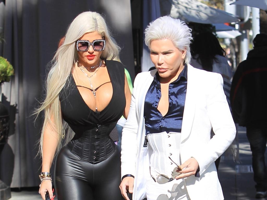 Are plastic surgery pals Rodrigo Alves and Sophia Vegas an item?
