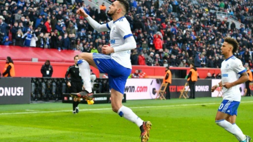 Football: Bentaleb penalty seals Schalke win at Leverkusen