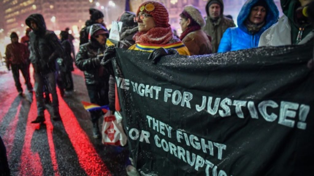 Romanians march in support of anti-corruption chief