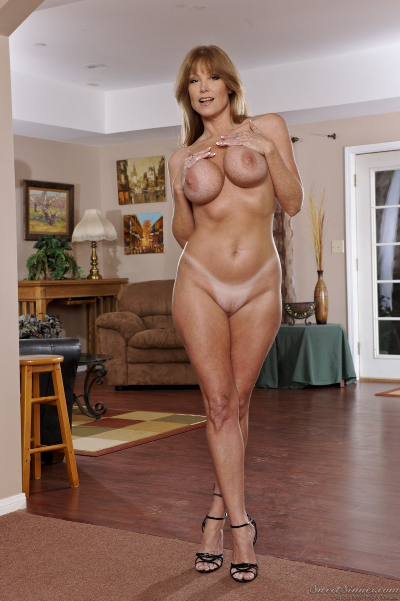 1 pic. Happy #MILFMonday, everyone! #DarlaCrane #SweetSinner #TanLines #HighHeels AEJ9U